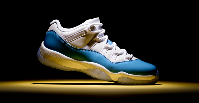 air-jordan-11-retro-low-university-blue_
